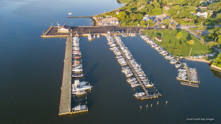 NOTICE TO BIDDERS - MUNICIPAL WATERFRONT IMPROVEMENTS OF  BROWNS LANE & ROCK DOCK  Received bids will be publicly opened and read aloud by the Clerk at:  10:00am ON FEBRUARY 1, 2021